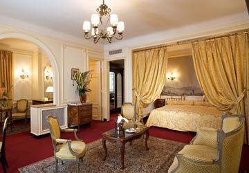 Фото отеля Regina Париж Франция