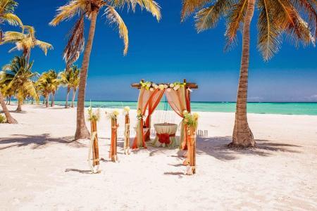 Фото Свадебная арка в тропическом стиле Доминикана